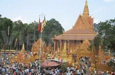 Khmer people enjoy traditional Chol Chnam Thmay