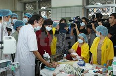 Health minister inspects measles control at Hanoi hospitals