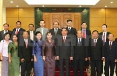 Politburo member receives Lao, Cambodian Deputy PMs