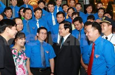 President meets young role models in SOEs