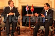 Vietnam, UK diplomats talk ties over phone