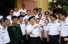 President visits Vietnam coast guard, fisheries surveillance forces