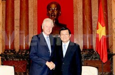 President Sang welcomes former US President Clinton