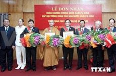 Six Vietnamese receive Cambodia's Royal Order of Sahametrei