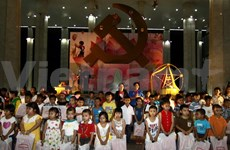 Mid-Autumn gifts come to children nationwide