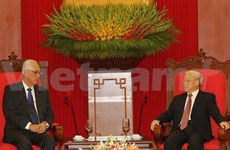 Party chief receives Singapore's Emeritus Senior Minister