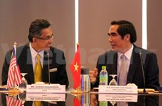 Vietnam, Malaysia share experience in attracting foreign investment