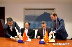 Vietnam, Macedonia sign trade agreements