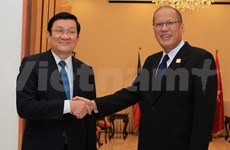 President talks cooperation with Philippine counterpart at APEC