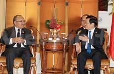 President meets world leaders on APEC summit sidelines