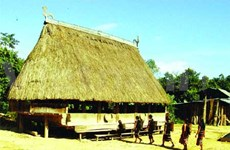 Co Tu community preserves ancient culture