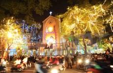 Christmas atmosphere overwhelms Hanoi capital