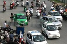 Hanoi taxi firms slash fares as fuel price falls