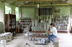 Phuoc Tich ancient village exploits traditional craft for tourism