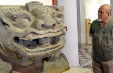 """Ancient sculptures of lions and """"Nghe"""" exhibited in HCM City"""