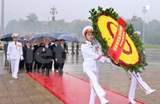 Leaders pay tribute to President Ho Chi Minh