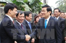 President presents Tet gifts to the poor in Hung Yen, Ha Nam