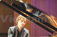 Russian artist strikes a chord with Vietnam symphony orchestra