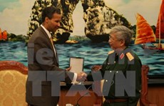 Deputy Defence Minister receives Boeing executive