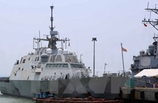 US naval vessels on friendship visit to Da Nang city
