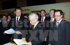 Vietnamese, Chinese leaders meet young people