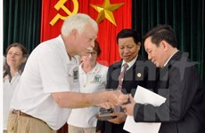 VUFO official receives US delegation