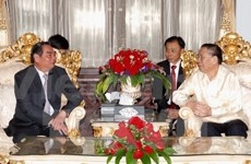 Politburo member Le Hong Anh visits Laos ahead of local New Year