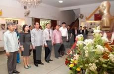 Politburo member visits Vietnamese Embassy in Laos, Lao-Viet Bank