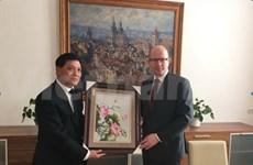 Czech PM appreciates ties with Vietnam