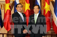 PM meets Thai counterpart on ASEAN Summit sidelines