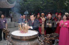 President pays respect to nation-founding Hung Kings