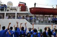 Youth union sets off for national sea, islands