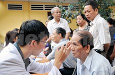 Young doctors provide health checkups for the poor