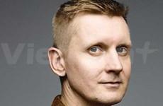 German jazz musician goes solo