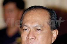 Thai Interior Minister signs residency permit for foreigners