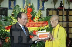 Buddhists congratulated on occasion of Buddha's birthday