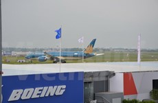 Vietnam's Dreamliner flies at Paris Air Show