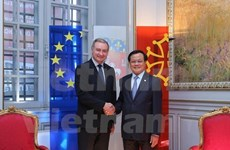 Hanoi leader visits France to forge stronger ties