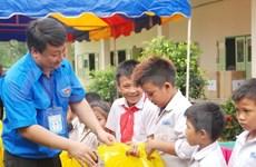 Hanoi youth volunteers work in Vientiane