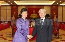 Top leaders greet RoK President