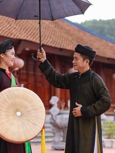 Ancient Viet Yen quan ho amid contemporary life