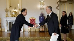 Ambassador presents credentials to Portuguese President