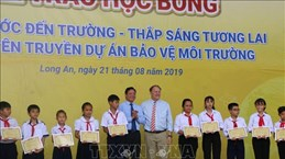 120 scholarships presented to poor students in Long An
