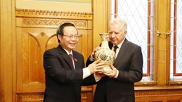 NA Vice Chairman Phung Quoc Hien visits Hungary