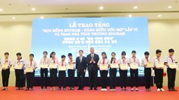Scholarships presented to poor students in Binh Duong