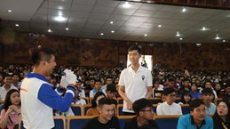 Can Tho students trained on safe driving