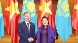 Vietnamese, Kazakhstani top legislators hold talks