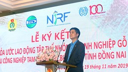 Dong Nai: wood firms ink collective labour agreement