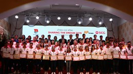Thai firm's scholarships awarded to Hai Duong students