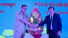 Cambodian border officials pay Tet visit to Tay Ninh